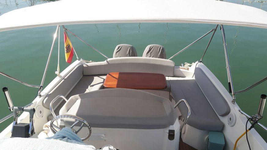 banera-zona-de-asientos-con-mesa-y-cojines